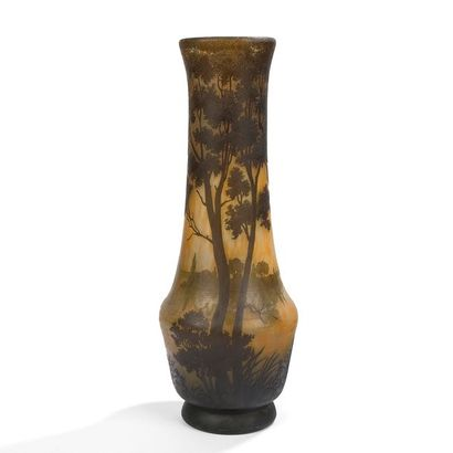 DAUM NANCY Paysage lacustre Important vase...
