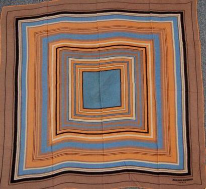 Ensemble de 5 foulards ou étoles dont 2 en...