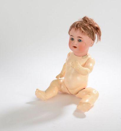 Petite poupée allemande, tête en porcelaine...
