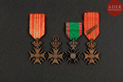BELGIQUE Ensemble de trois croix de guerre...