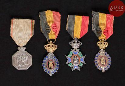 BELGIQUE Ensemble de quatre médailles comprenant:...