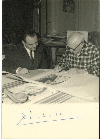 Pablo PICASSO (1881-1973). Photographie signée...