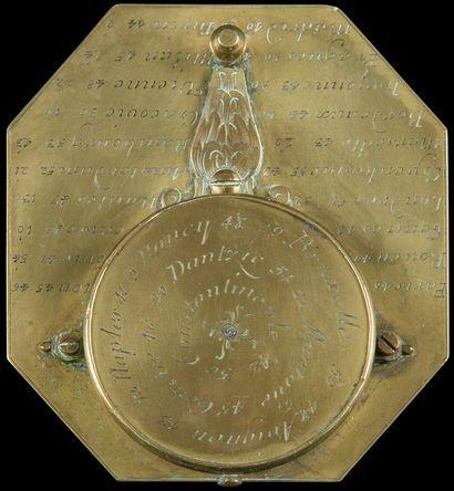 Cadran solaire formant boussole en laiton gravé, signé Haye à Paris ; dans un étui...