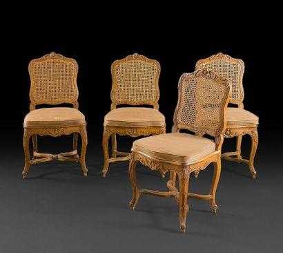 Suite de quatre chaises cannées en hêtre...
