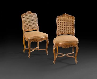 Paire de chaises cannées à décor de feuillages...