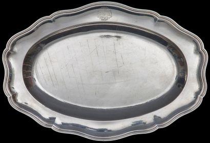 Paris 1749-1750 Plat ovale polylobé en argent mouluré de filets et côtes pincées,...