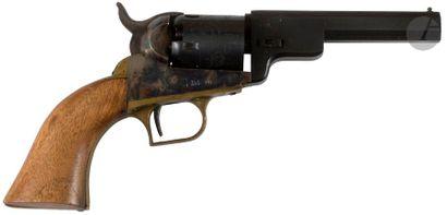 Revolver Colt pocket à poudre noire, cinq coups, calibre 31. Carcasse en laiton....