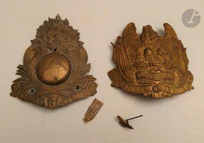 Deux plaques de casque de sapeur-pompier....