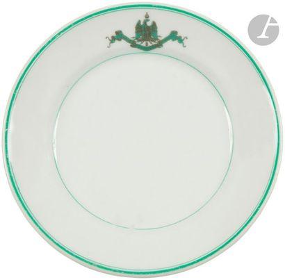 Assiette du mess du 1er régiment de grenadier de la Garde impériale. En porcelaine...