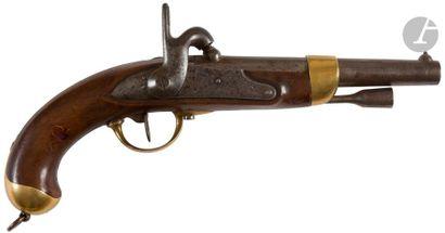 Pistolet d'arçon à percussion modèle 1822 T bis. Canon rond à pan au tonnerre daté...