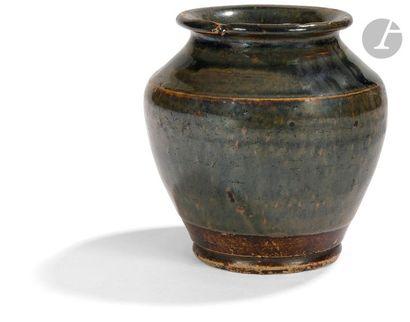 JAPON - XIXe siècle Petit vase balustre en...