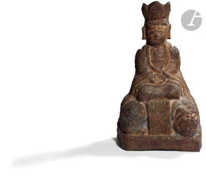 CHINE - Époque MING (1368 - 1644) Statuette en fonte de fer de guanyin assise en...