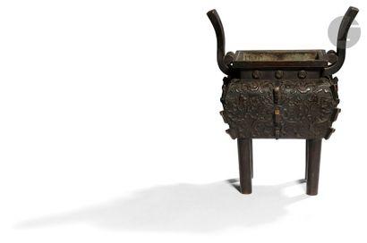 CHINE - XIXe siècle Brûle-parfum quadripode...