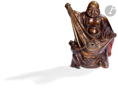 CHINE - XIXe siècle Statuette en bronze à...
