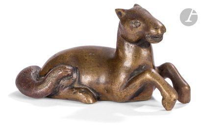 CHINE - Vers 1900 Poids en bronze à patine...