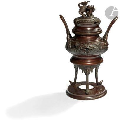 CHINE - XXe siècle Brûle-parfum tripode couvert...