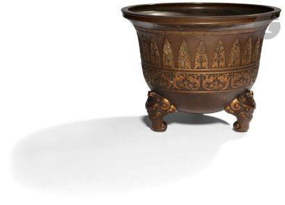 JAPON - XIXe siècle Important cache-pot tripode...