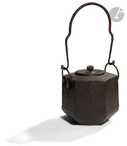 JAPON - XIXe siècle Réchaud hexagonale en...