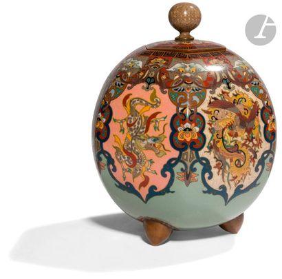 JAPON - Époque MEIJI (1868 - 1912) Pot couvert...
