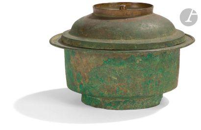 CORÉE - Fin période GORYEO (918 - 1392) Pot couvert en bronze. Diam. 17 cm