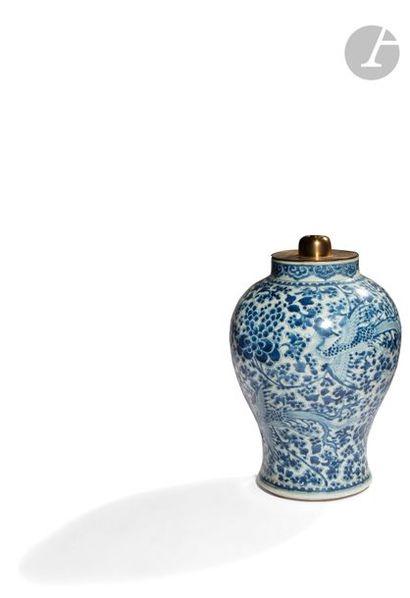 CHINE - XVIIe siècle Potiche balustre en...