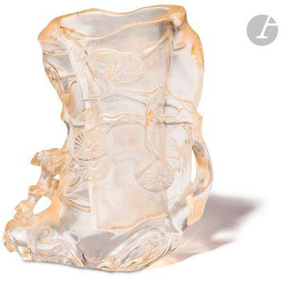 CHINE - XIXe siècle Petit vase en cristal...