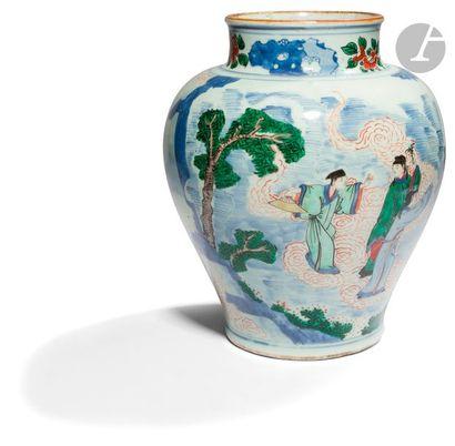 CHINE - XVIIe siècle Potiche balustre à col droit légèrement ouvert en porcelaine...