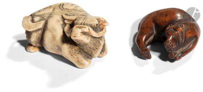JAPON - XIXe siècle Deux netsuke, l'un en...