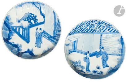 CHINE - Époque KANGXI (1662 - 1722) Deux assiettes polylobées en porcelaine blanche...