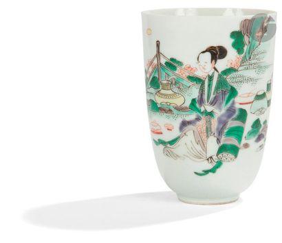 CHINE - Époque KANGXI (1662 - 1722) Gobelet en porcelaine émaillée polychrome de...