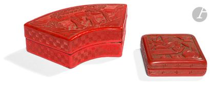 CHINE - Fin XIXe siècle Deux boîtes en laque rouge, l'une formant éventail à décor...
