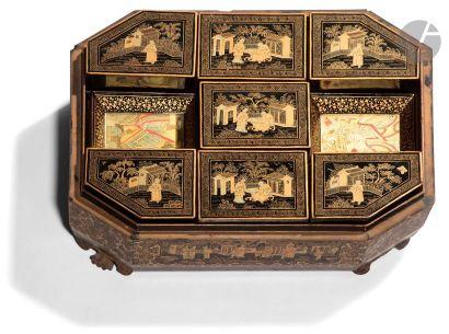CHINE, Canton - XIXe siècle Boîte à jeux...