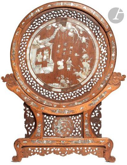 CHINE - Fin XIXe siècle écran rond en bois...