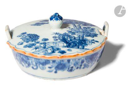 CHINE - XVIIIe siècle Petite coupelle ronde...