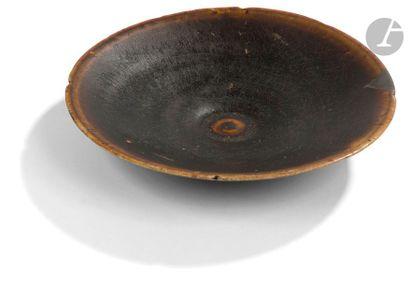 CHINE, Fours de Yaozhou - Époque SONG (960 - 1279) Bol en grès émaillé céladon craquelé...