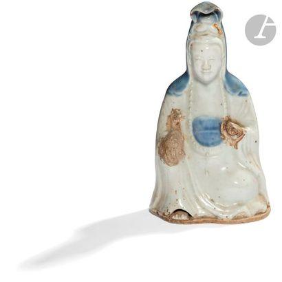CHINE - Début XIXe siècle Statuette en porcelaine...