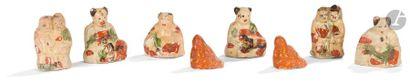 CHINE - XIXe siècle Ensemble de huit statuettes...