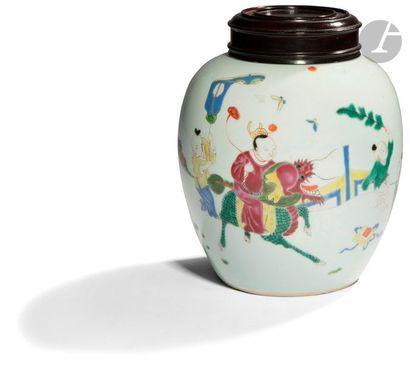 CHINE - XIXe siècle Pot à gingembre en porcelaine...
