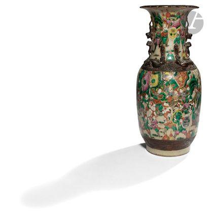 CHINE, Nankin - XIXe siècle Vase balustre...