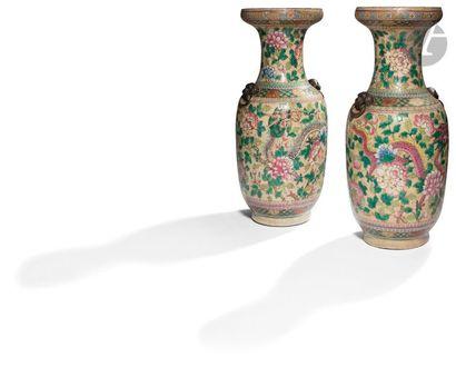 CHINE, Nankin - XIXe siècle Paire de vases...