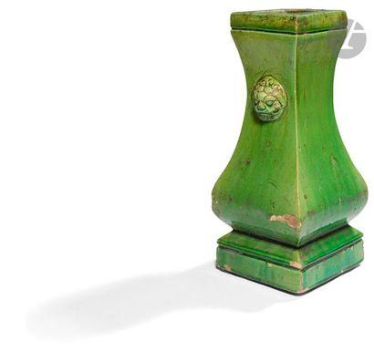 CHINE - Époque MING (1368 - 1644) Vase à...