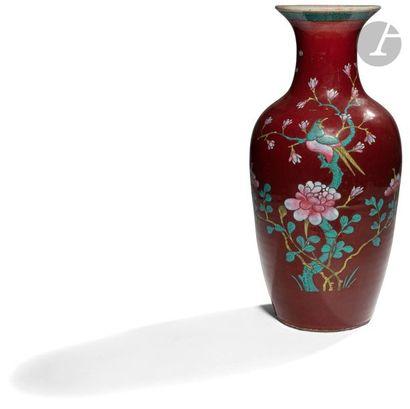 CHINE - XIXe siècle Vase balustre à col ouvert...