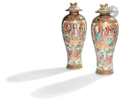 CHINE, Canton - XIXe siècle Paire de vases...