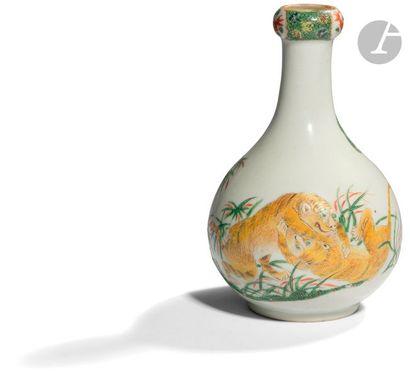 CHINE - Fin XIXe siècle Vase à col en gousse...