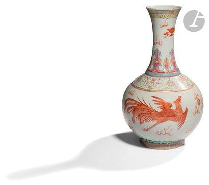 CHINE - Début XXe siècle Vase à panse sphérique...