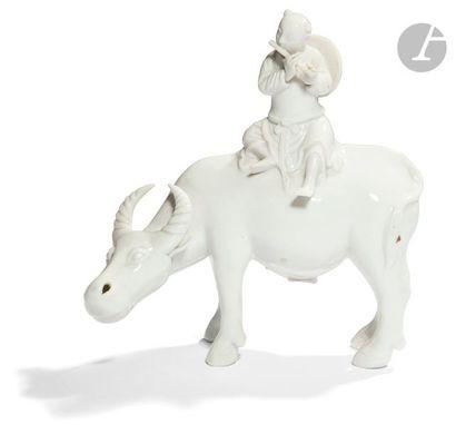 CHINE - XXe siècle Statuette en porcelaine...