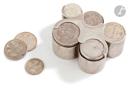 Un porte-monnaie à cinq lobes en argent Système...