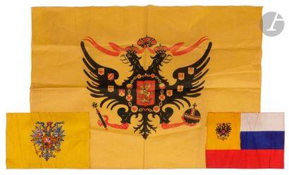 Trois drapeaux à l'aigle bicéphale 1) Drapeau...