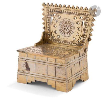Saleron en forme de trône en vermeil Décorée...