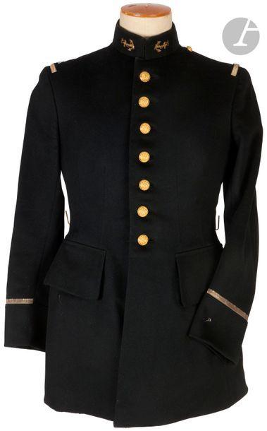Vareuse de lieutenant d'infanterie coloniale. En drap noir. Collet brodé de l'ancre...